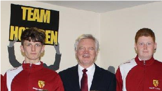 David Davis MP meets with Howden School's boys football team ahead of the ESFA National Cup final